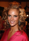 th_97290_fashiongallery_VSShow08_Backstage_AlessandraAmbrosio-79_122_1194lo.jpg