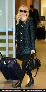 Nov 21, 2010 - Kate Bosworth - At Incheon Airport in Seoul Th_78895_tduid1721_Forum.anhmjn.com_20101130075736022_122_157lo