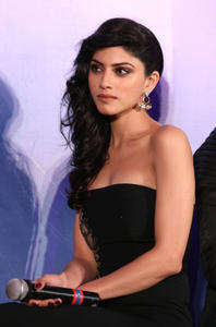 th 524516590 sapna pabbi 11 122 207lo.jpg