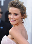 "صور Amber Heard ""Salt"" Premiere Angeles, July 2010 *updated*"