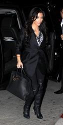 [IMG]http://img20.imagevenue.com/loc481/th_38846_Kim_Kardashian_920_122_481lo.jpg[/IMG]