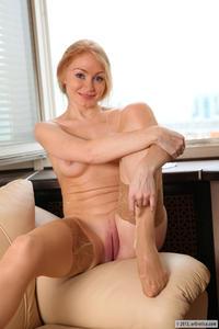 [Image: th_747274581_Ariel_averotica_stockings_1_122_68lo.jpg]